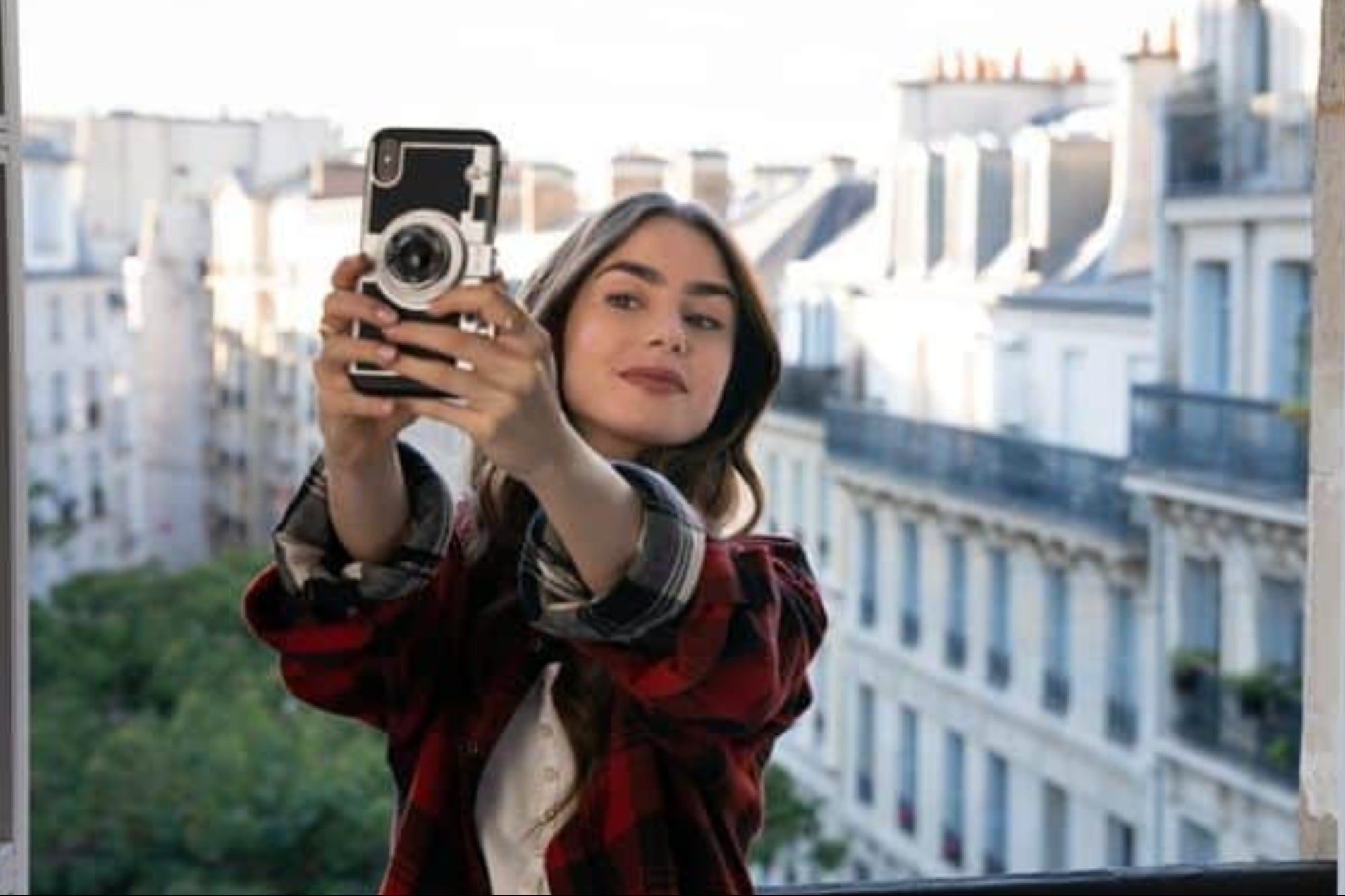 'Emily in Paris': The 3 mistakes in digital marketing of the Netflix series