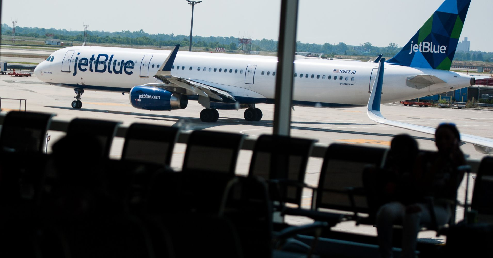 JetBlue plans to take on big rivals with first service to London