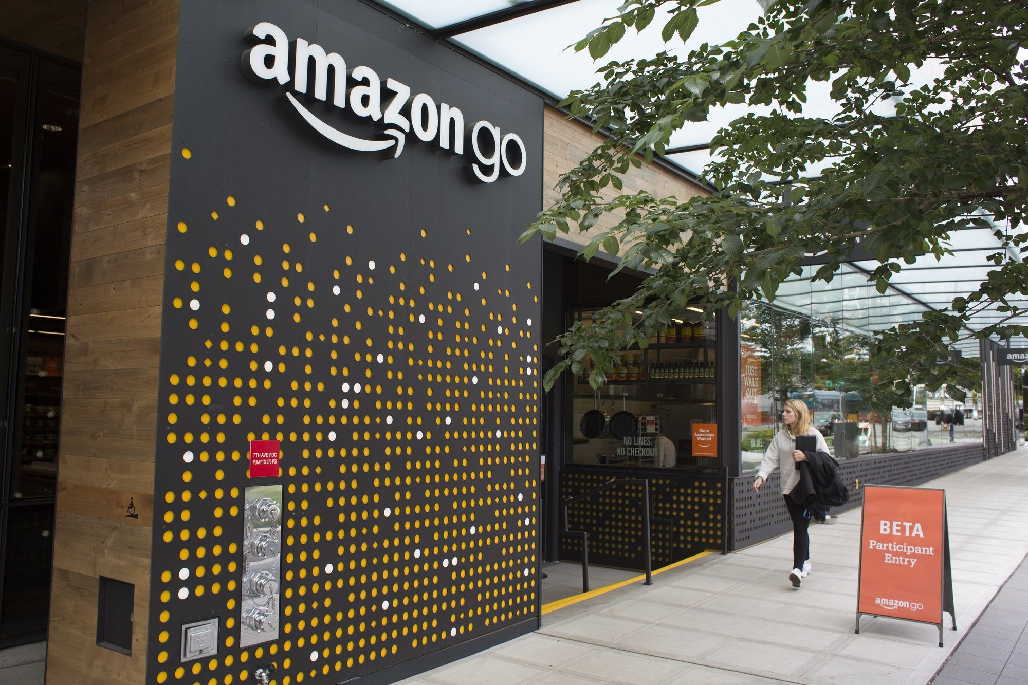 Amazon Go opens at Brookfield Place in downtown New York, accepts cash