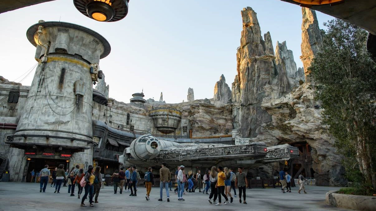 Here's what it's like to fly the Millennium Falcon at Star Wars: Galaxy's Edge