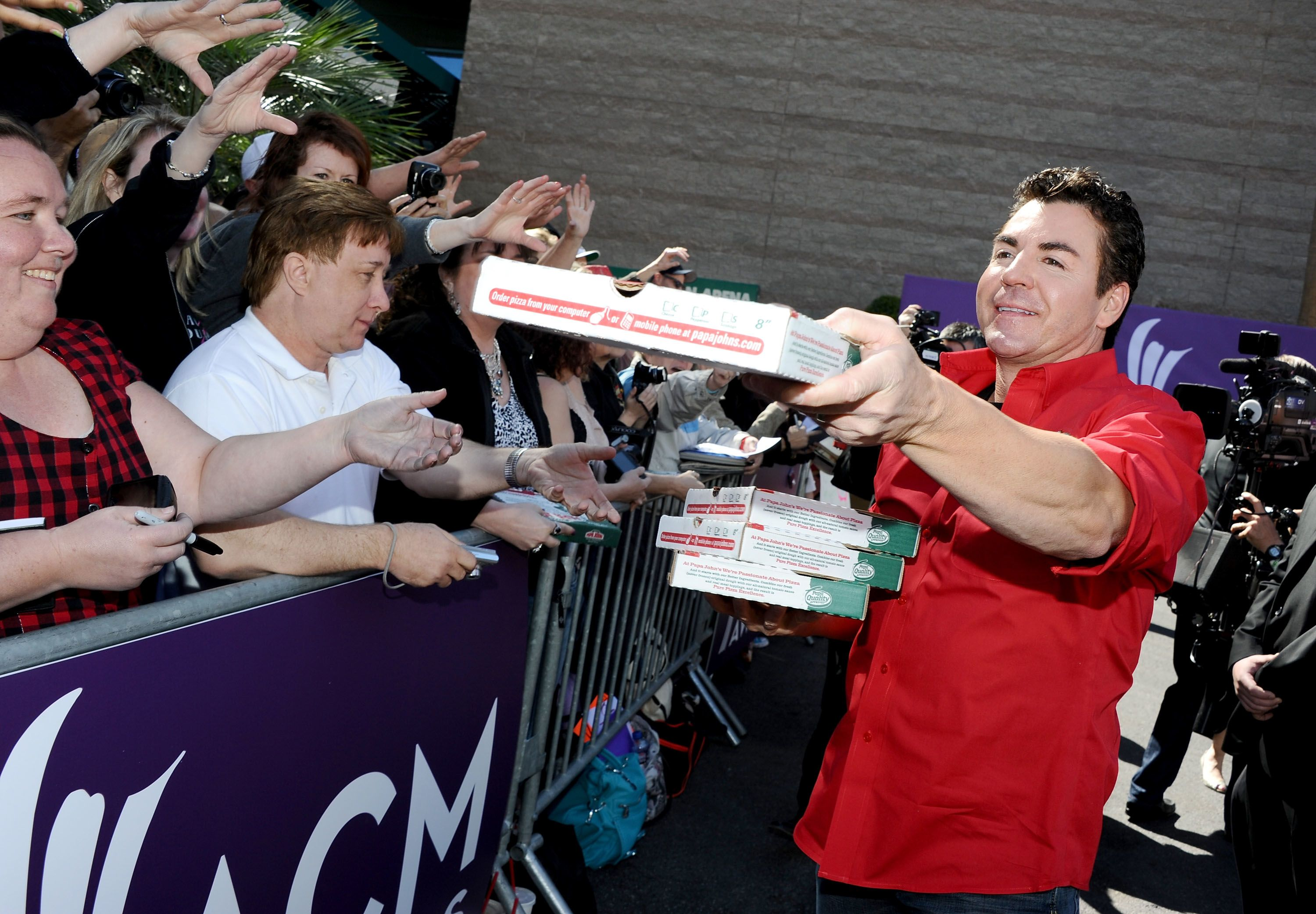 Papa John's founder John Schnatter sells 3.8 million shares