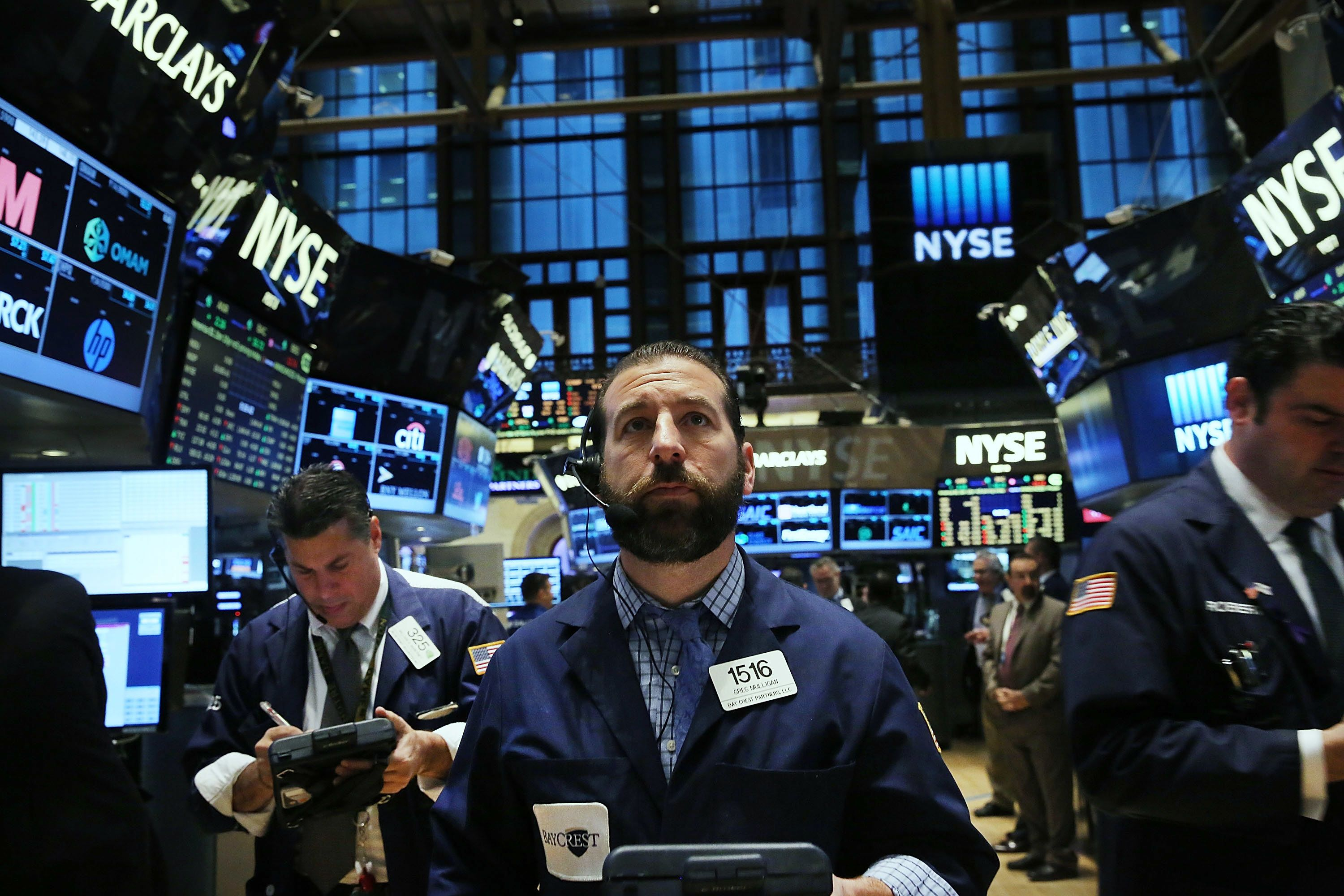 Dow futures higher after Fed raises rate cut hopes