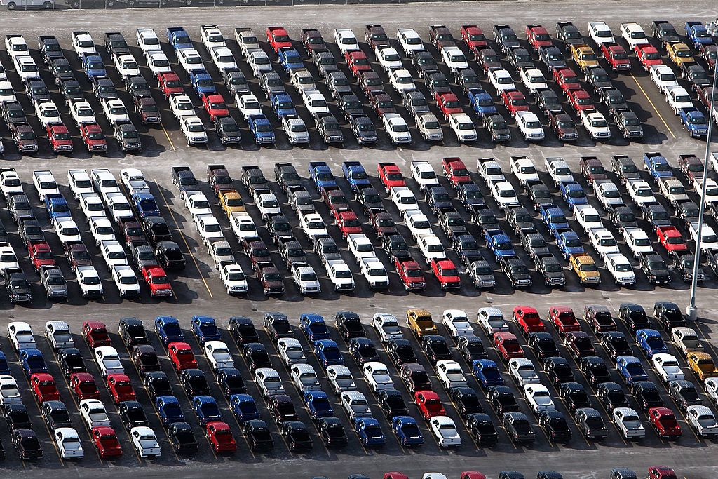 Edmunds warns of a tough 2019 for US auto industry as sales slide