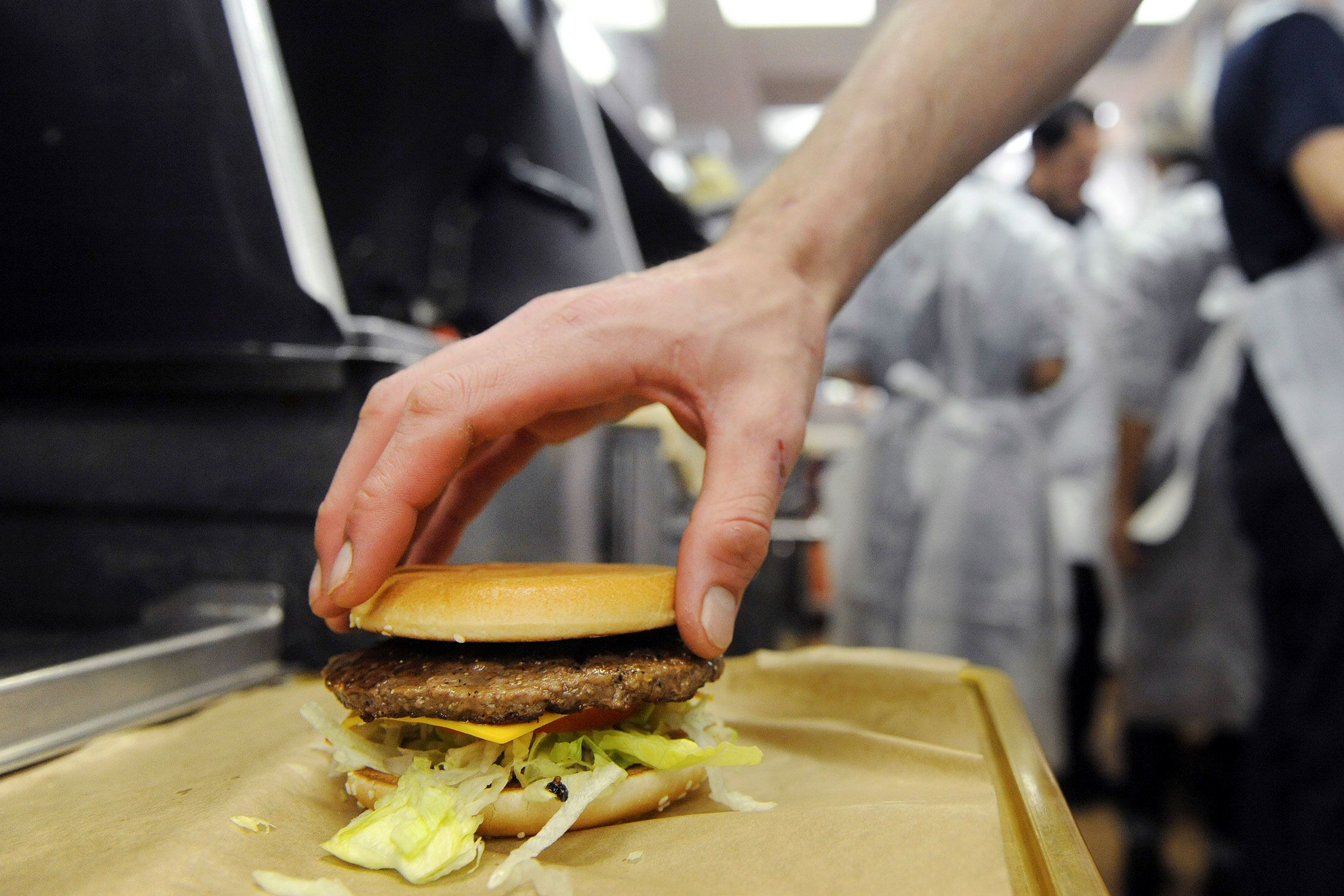 Fresh beef helps McDonald's add market share for first time in 5 years