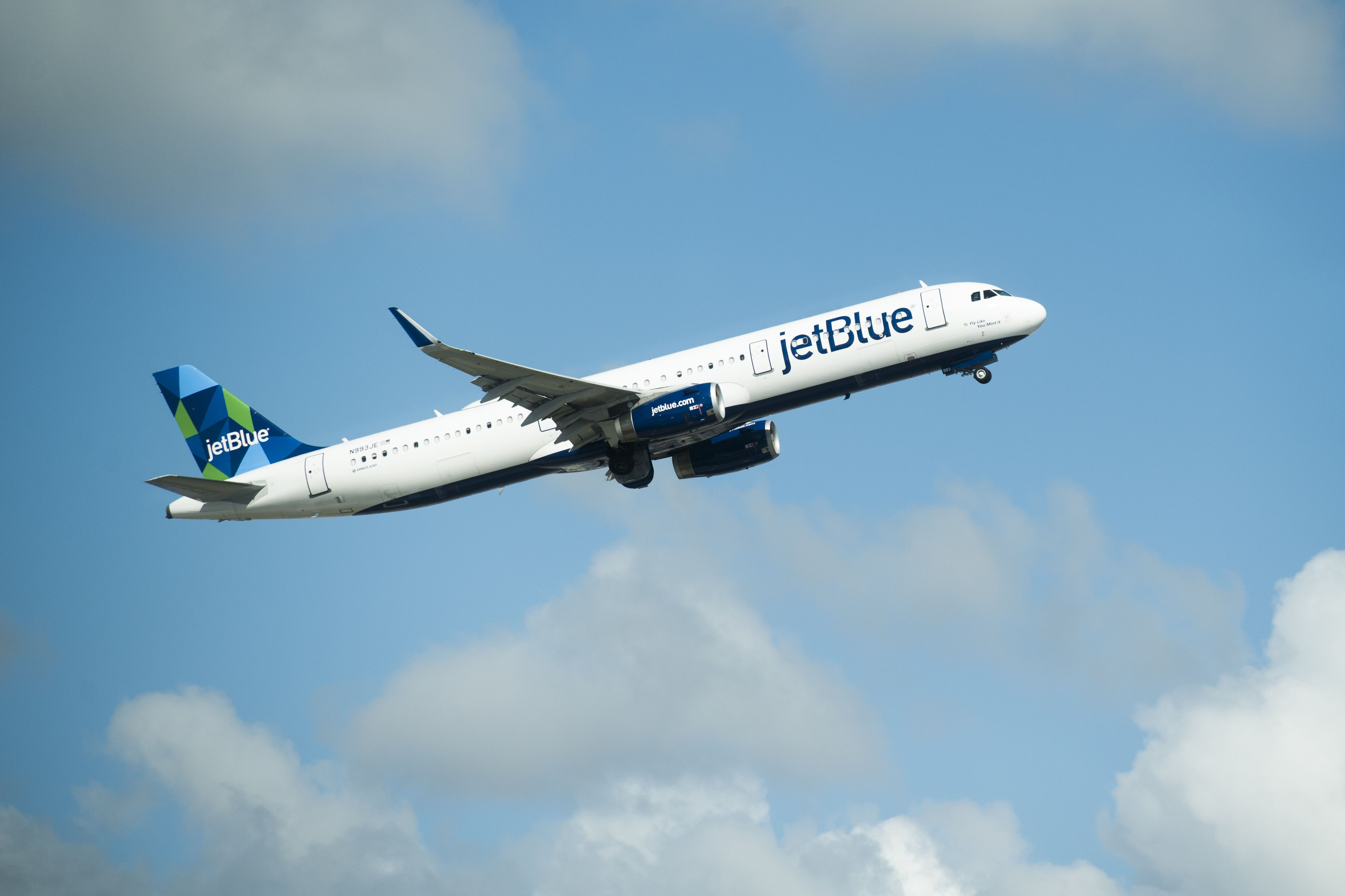 JetBlue plans more flights to Europe with new long-range Airbus jets