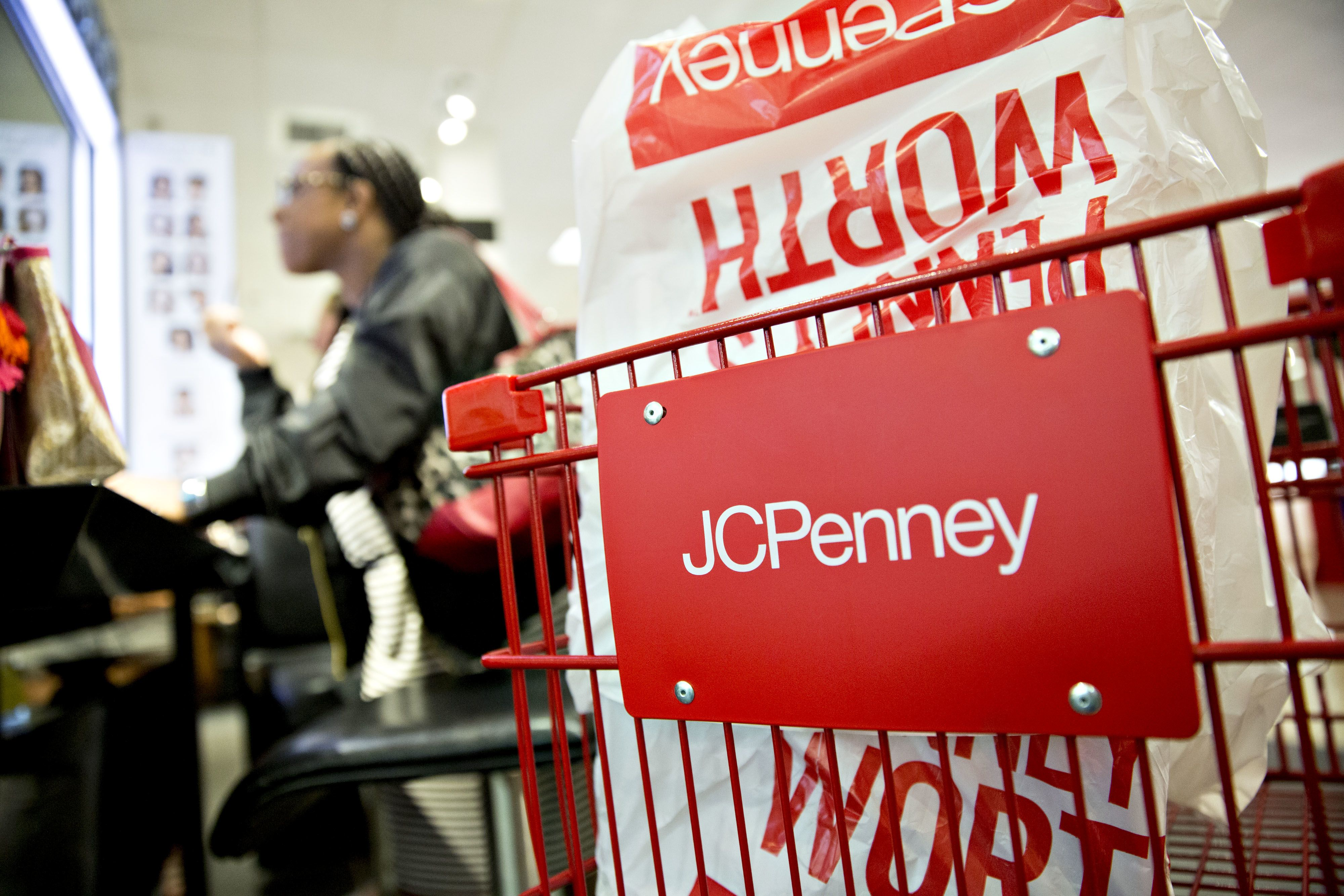 JC Penney taps debt restructuring advisors: Sources