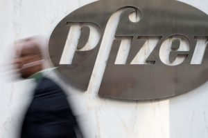 Pfizer plans combination of off-patent drug business with Mylan