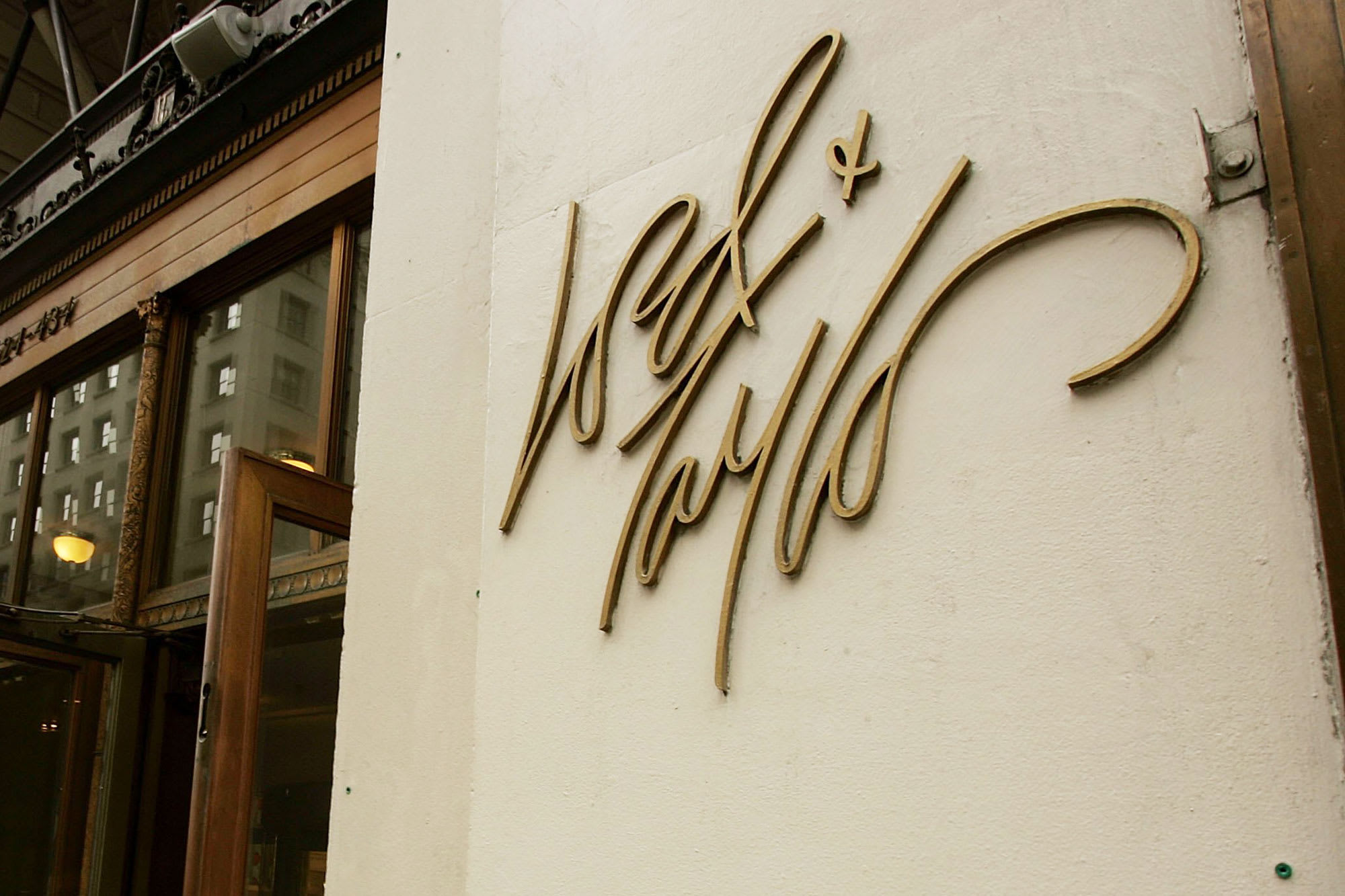 Hudson's Bay to sell Lord & Taylor for $100 million to Le Tote