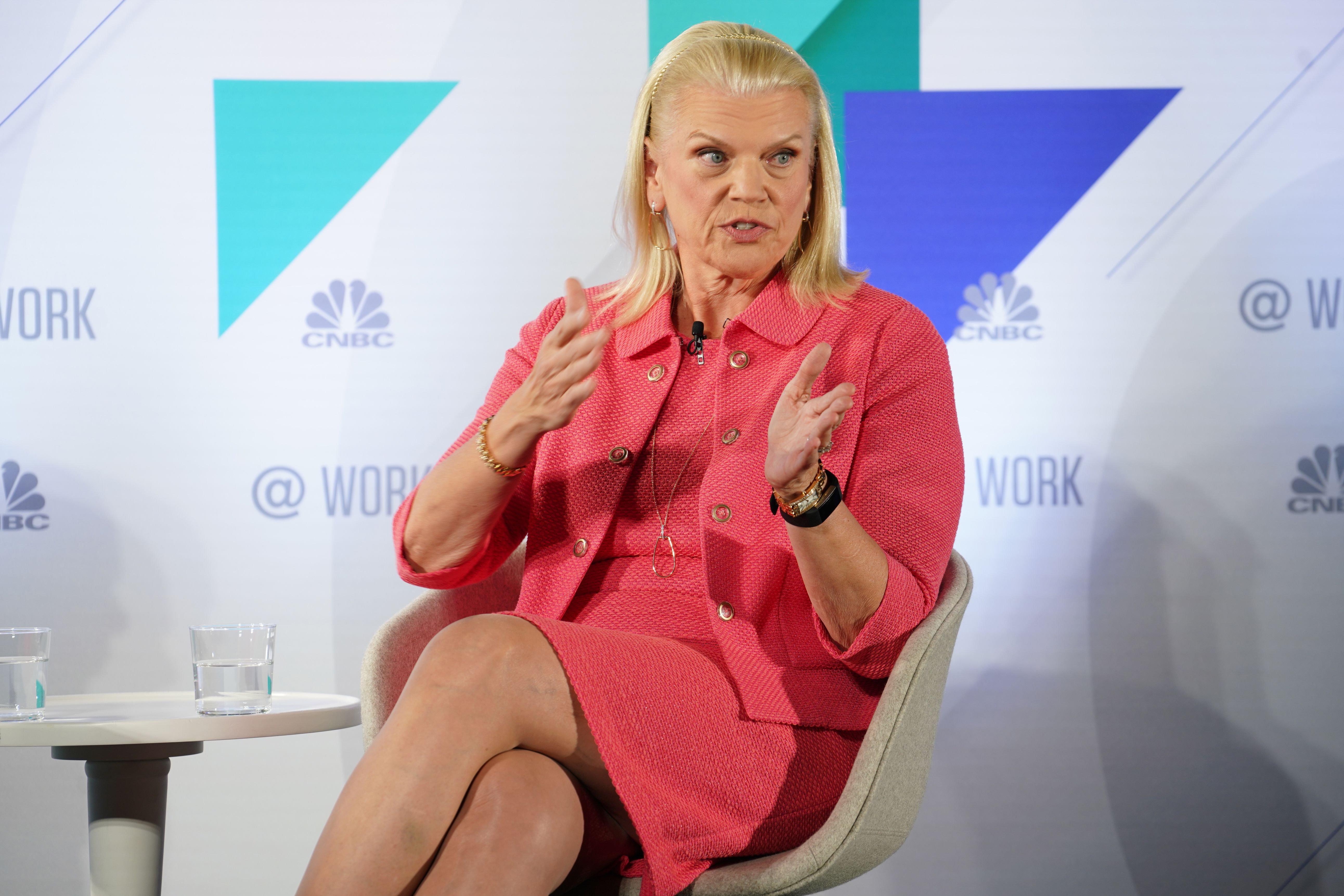 IBM lowers 2019 earnings guidance after closure of Red Hat purchase