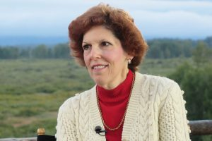 Loretta Mester says if economy keeps pace, Fed shouldn't adjust rates