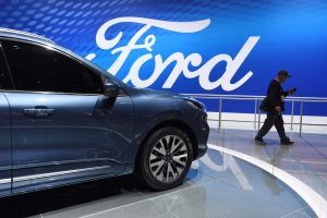 Trump forces Ford, GM to walk a fine line on fuel economy rules