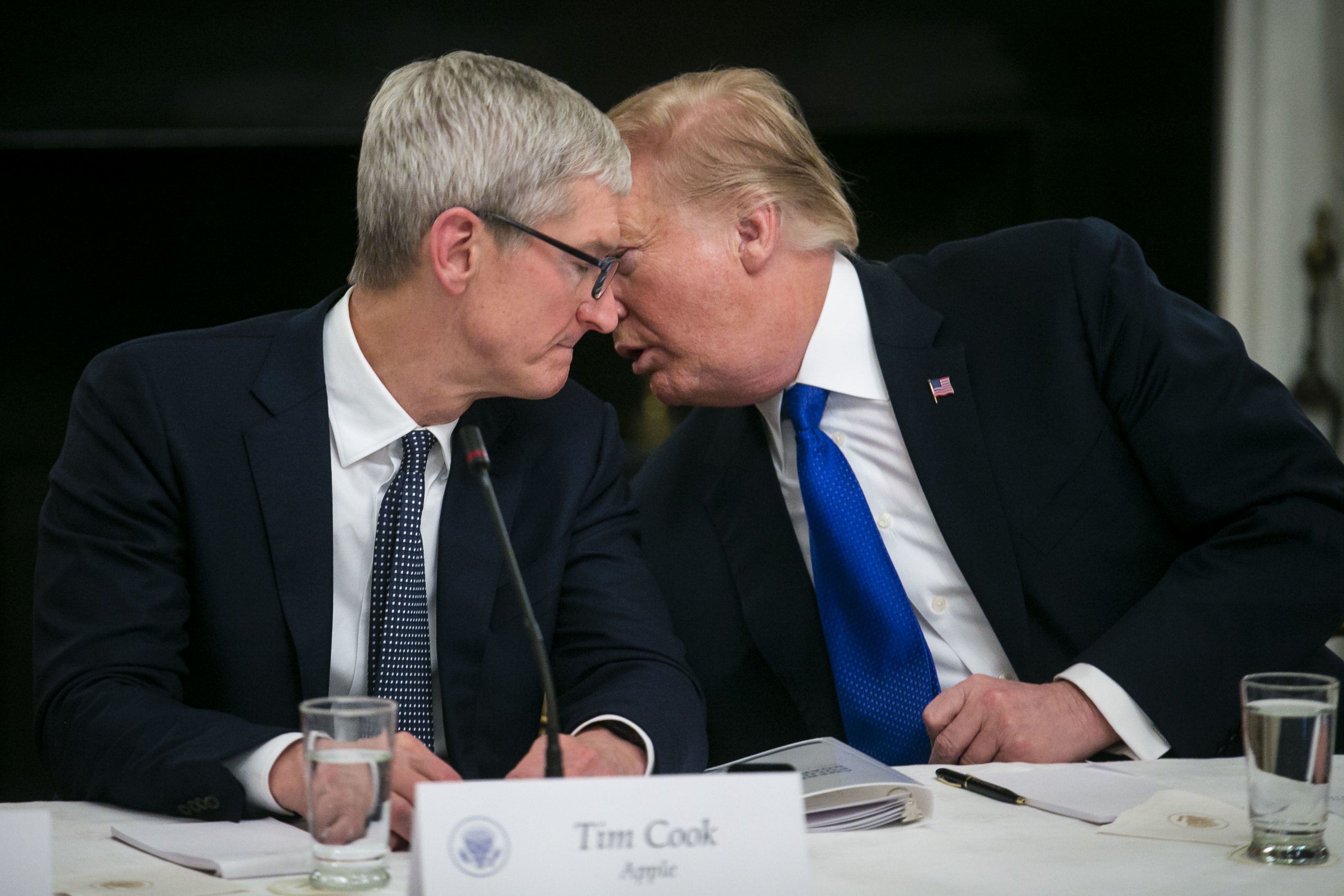 Trump having dinner with Apple CEO Tim Cook