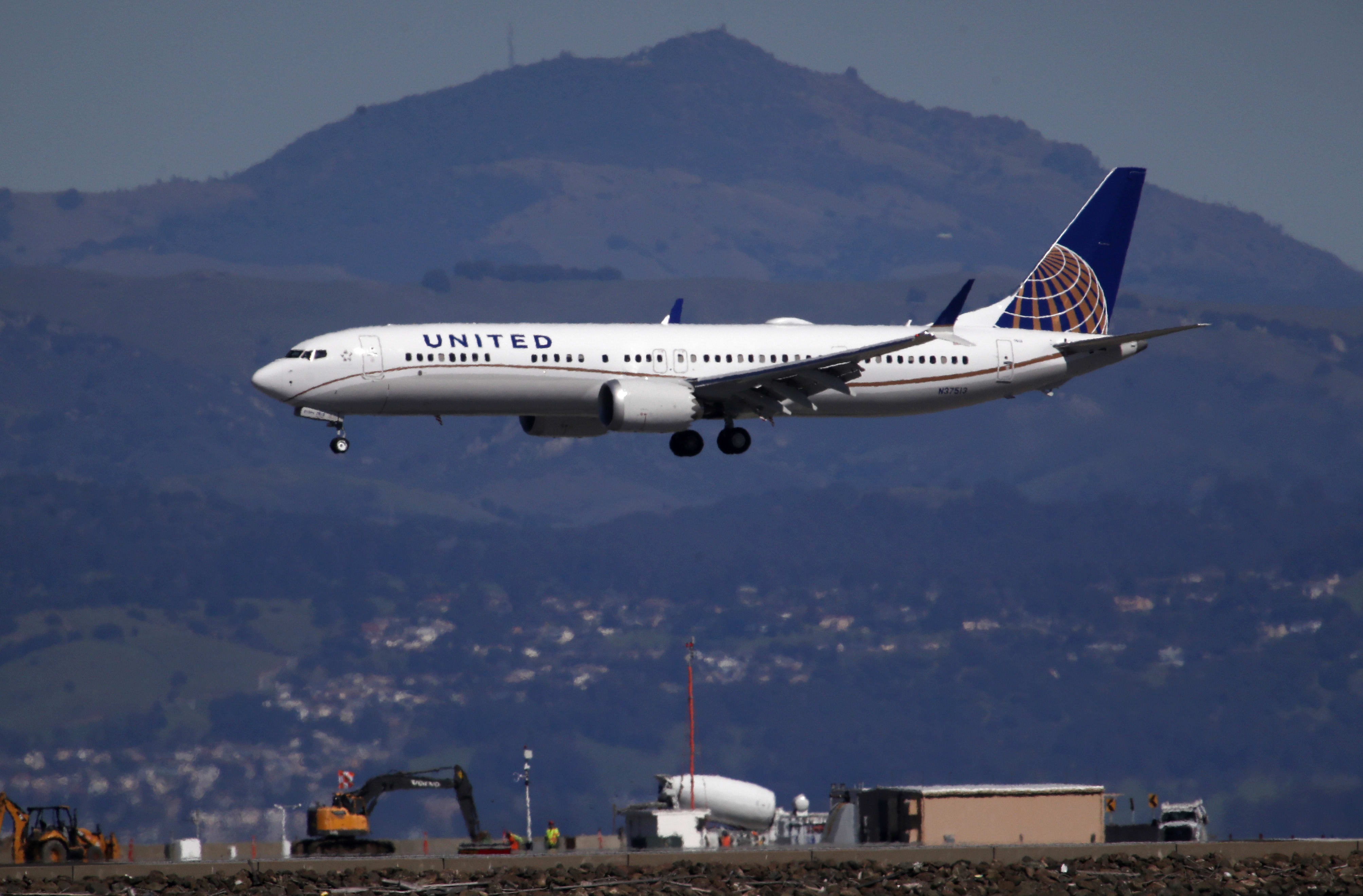 United Airlines pulls Boeing 737 Max from schedules until Dec. 19