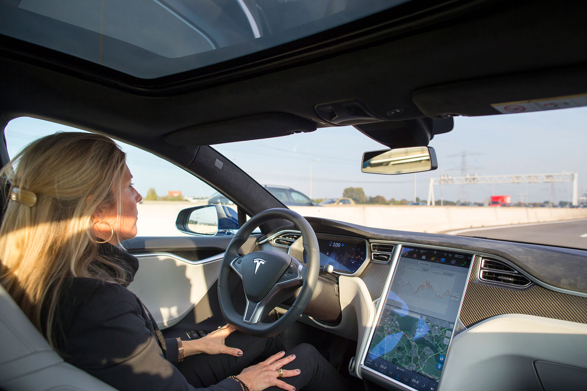 Watch Tesla drivers apparently asleep at the wheel, renewing safety questions