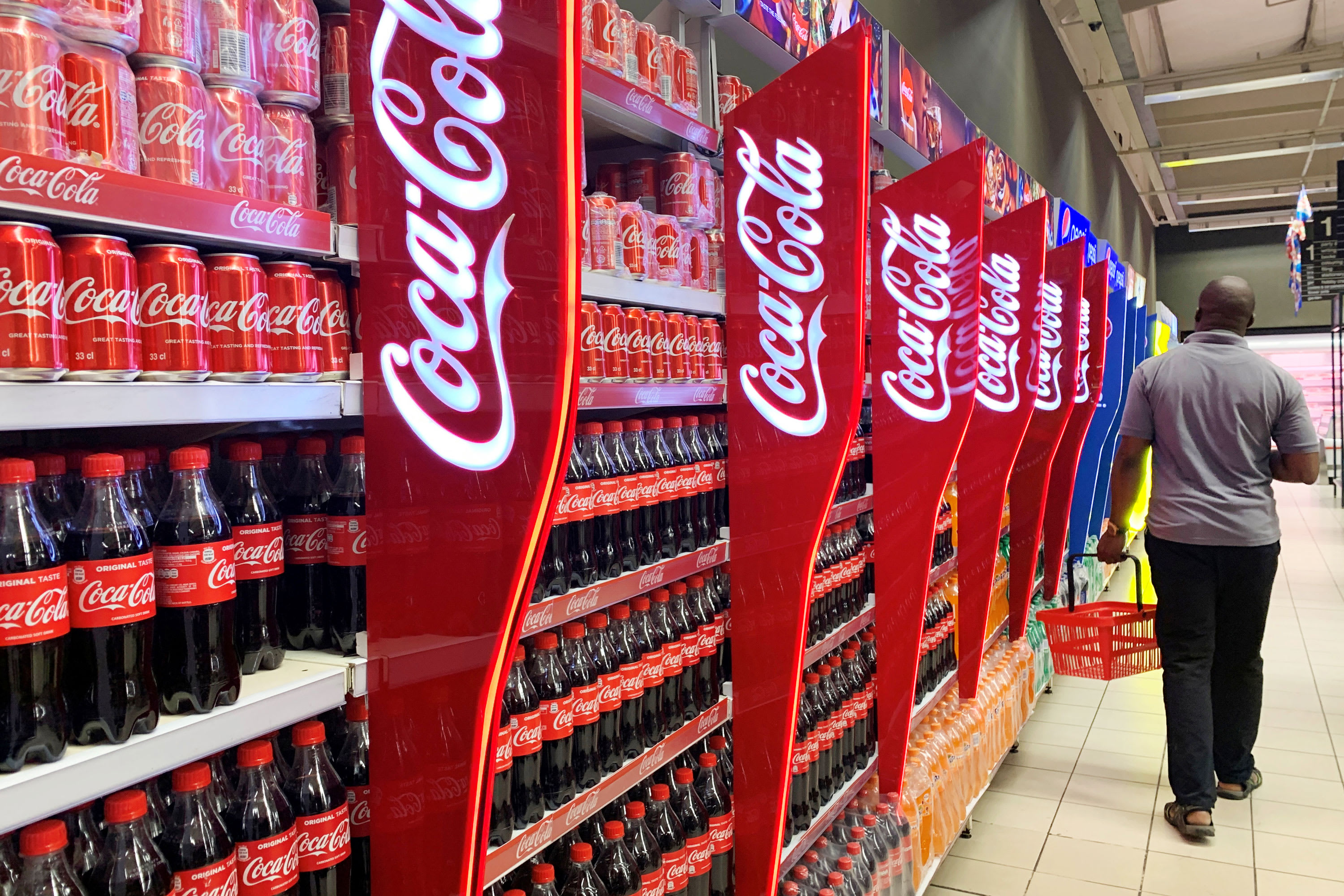 Coca-Cola pauses advertising on all social media platforms globally
