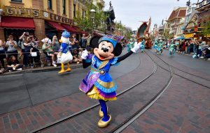 Disney delays reopening for California parks