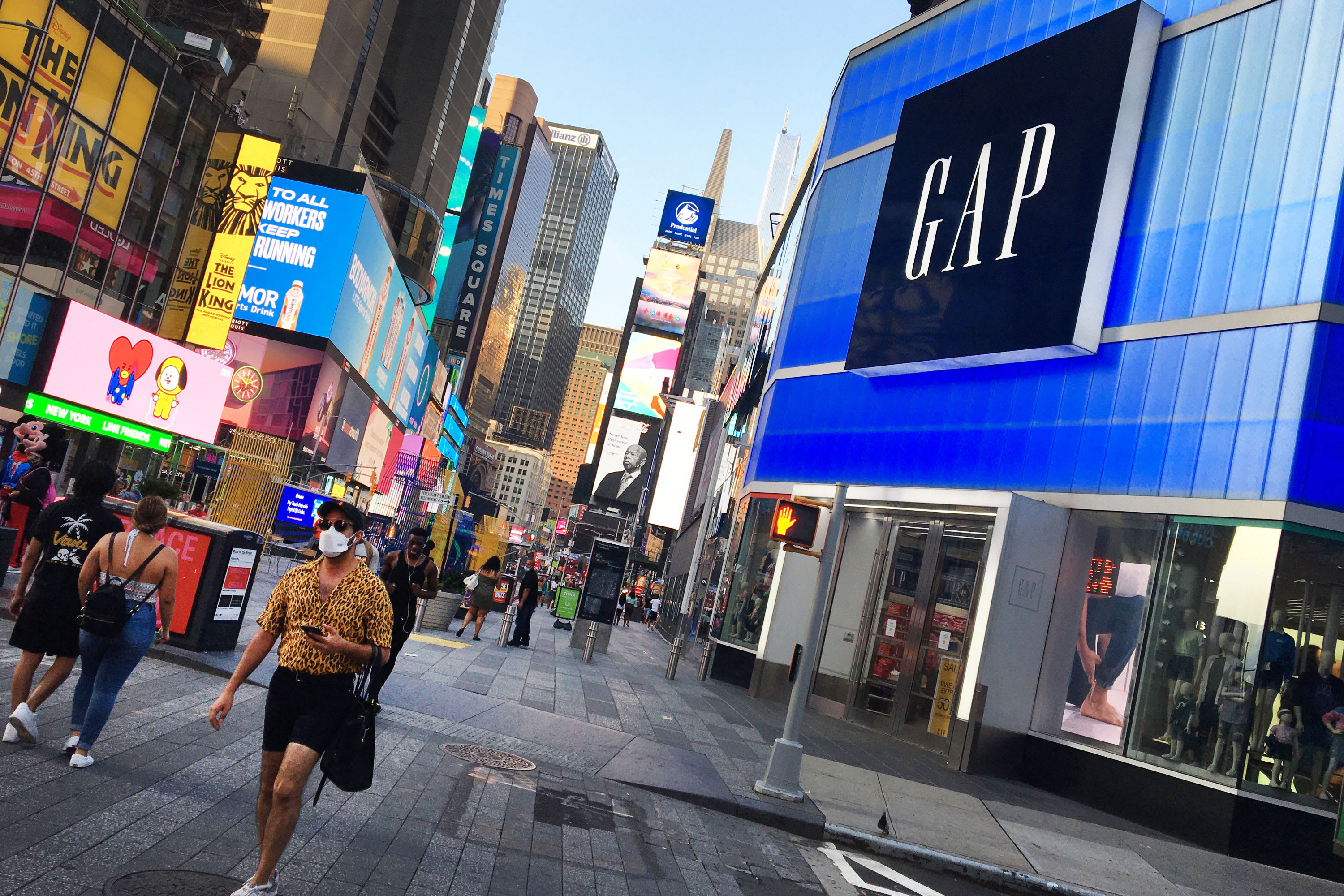 Gap shares up 11% store closure plans, shifts focus e-commerce