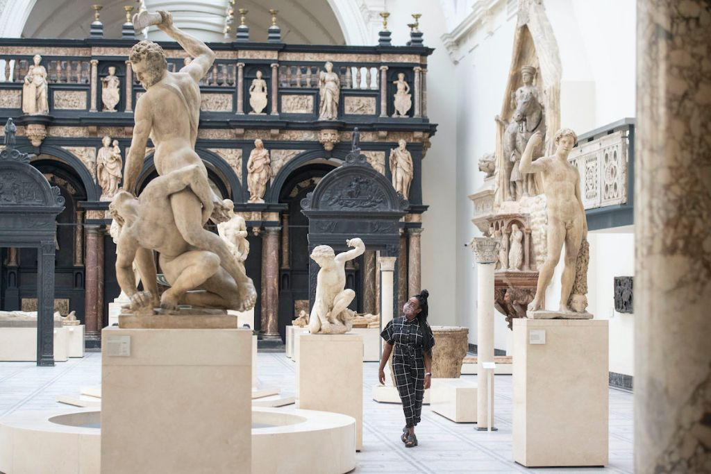 Victoria & Albert Museum Shifts Schedule—and More Art News – ARTnews.com