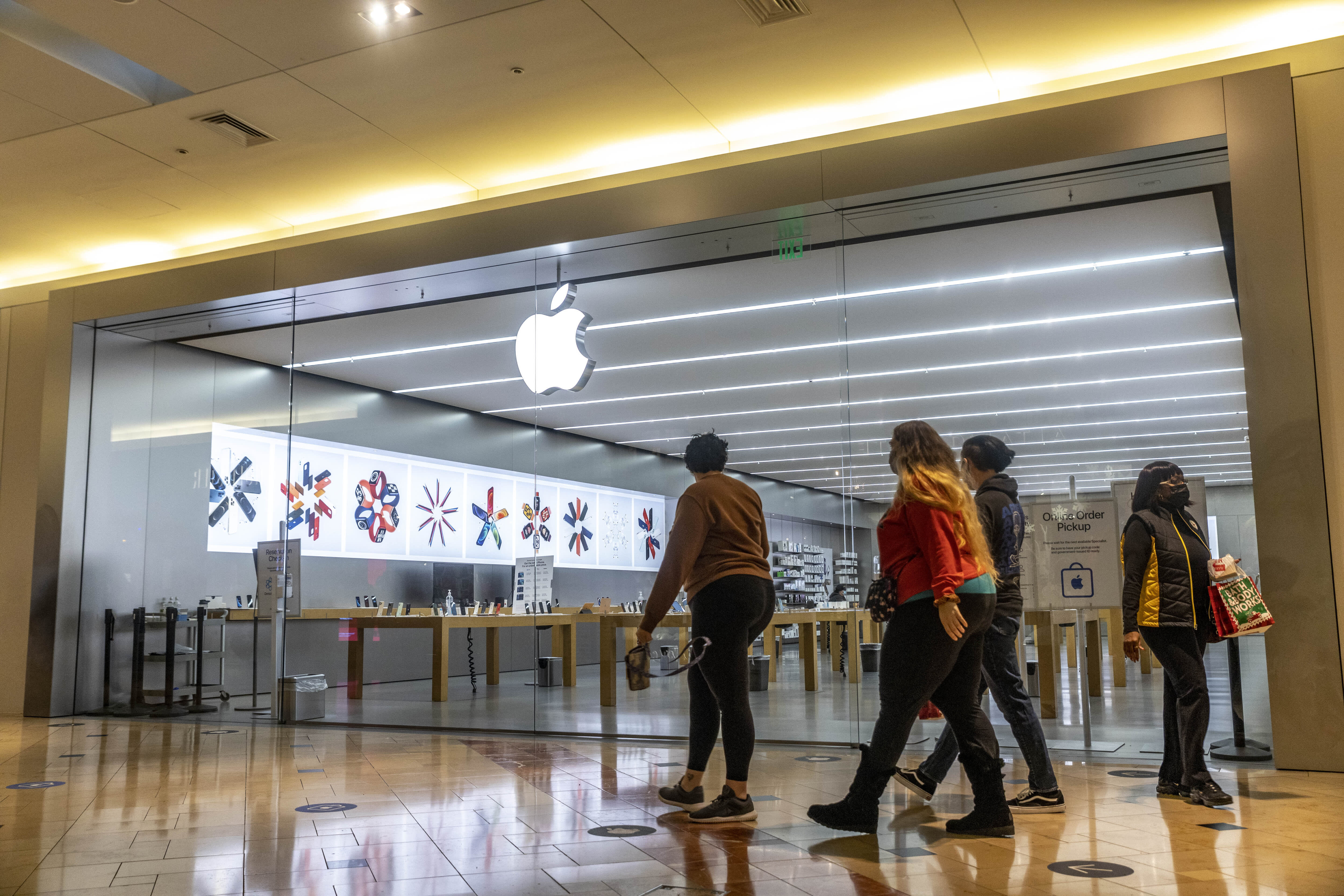 Gene Munster says Apple's stock has a path to $3 trillion market cap