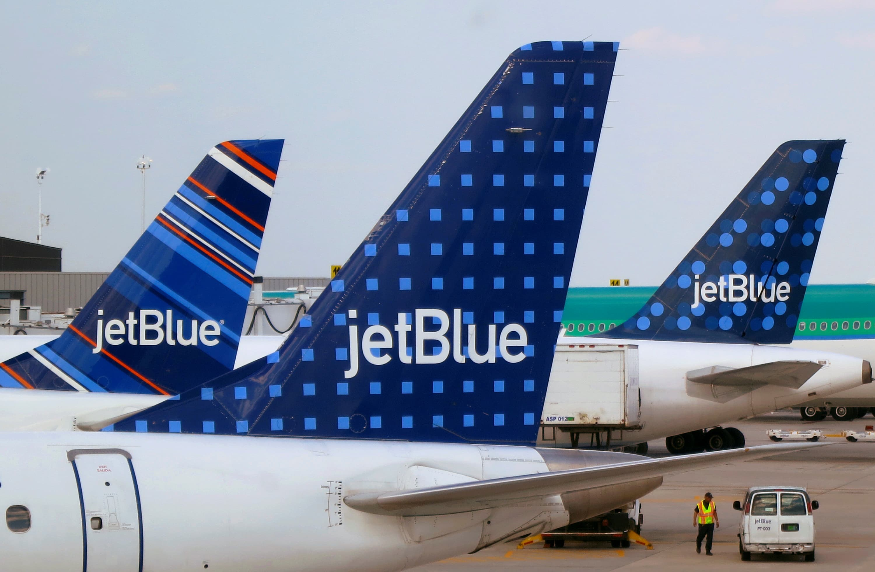 JetBlue scraps ticket-change fees but bans overhead bin access for the cheapest fares