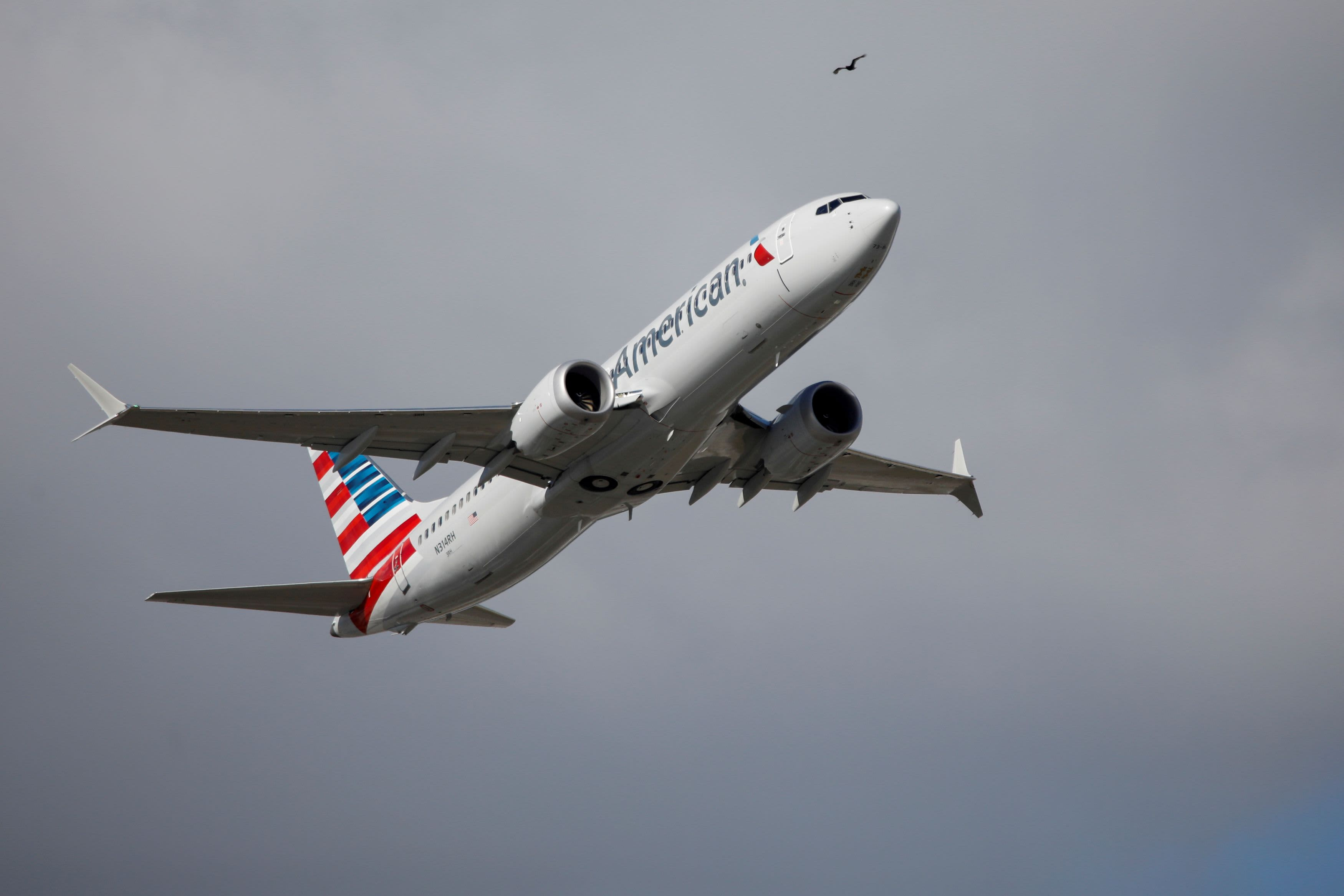 American Airlines plans $5 billion bond sale, $2.5 billion loan backed by frequent flyer program to pay back other debt