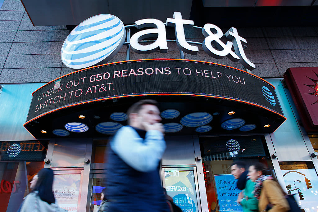 Jim Cramer adds current and past AT&T CEOs to Wall of Shame: 'Thanks for nothing'