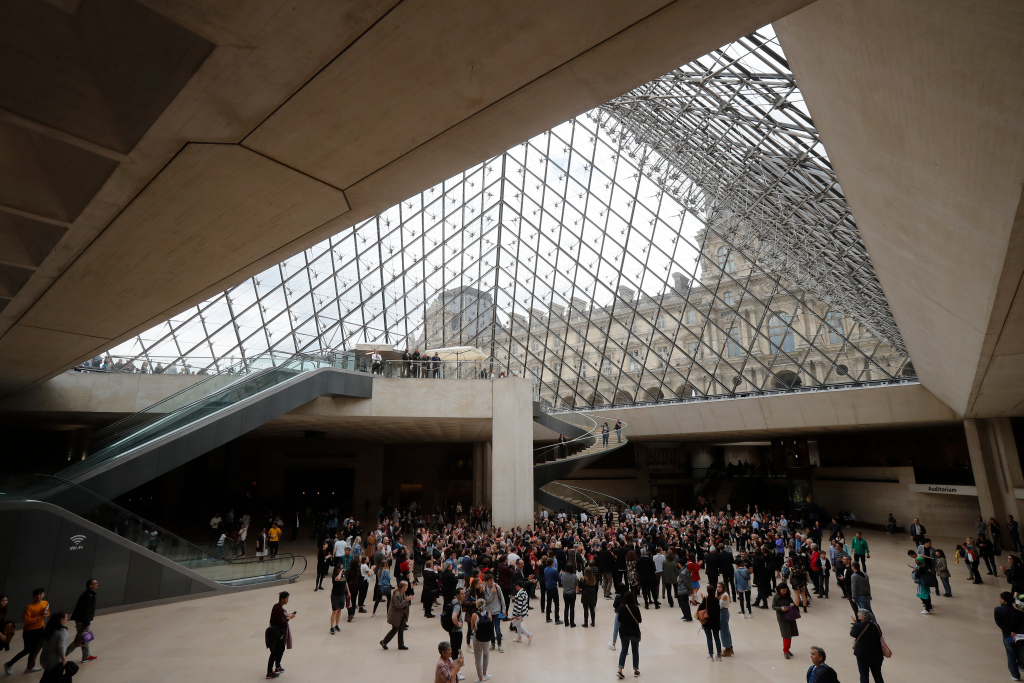 Michel Laclotte, Former Louvre Director Who Fiercely Defended I. M. Pei's Iconic Pyramid Installation, Is Dead at 92